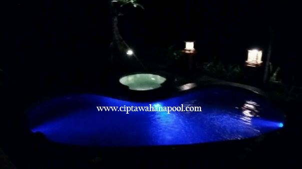 kolam lampu under water
